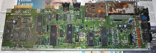 Commodore 64 motherboard rusty and dusty 1