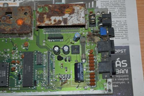 Commodore 64 motherboard rusty and dusty 2